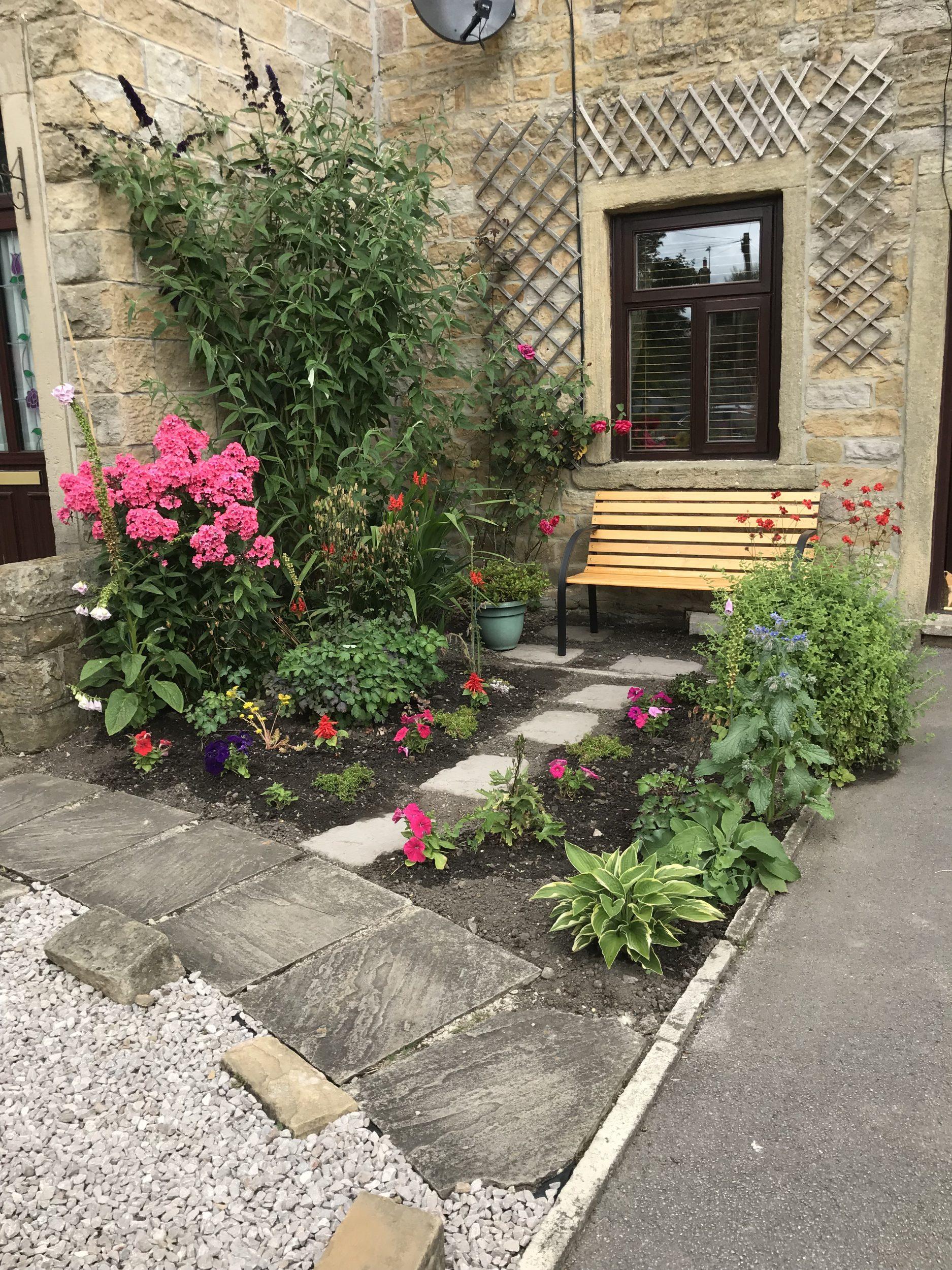 Small Lancashire Cottage Front Garden - Mel Speak Garden ...